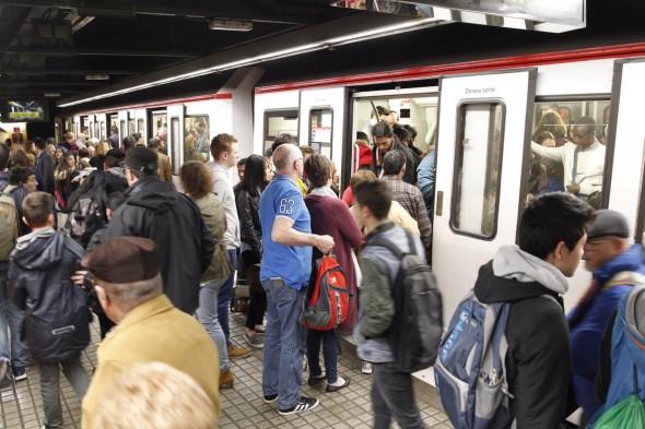 Barcelona 02-04-2016.- Huelga de metro. En la foto la estación Plaça de Sants. Foto Carlos Montañes